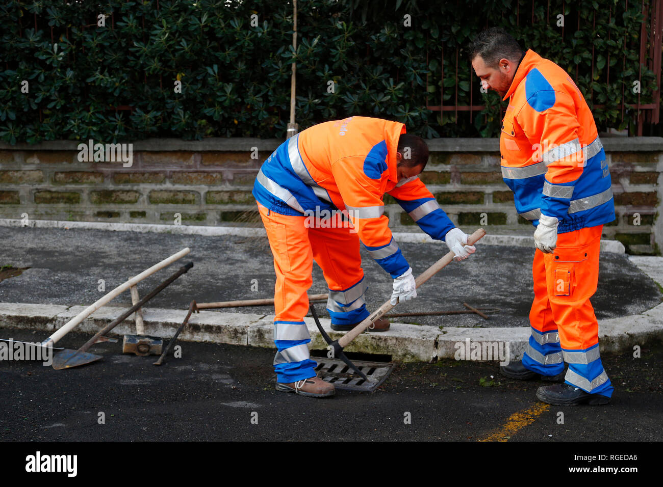 Rome January 29th 2019. Detainees from Rome jail Rebibbia working for the rebuilding of the road surface, cleaning of manholes and painting of the horizontal signs, within a program of rehabilitation. Foto Samantha Zucchi Insidefoto - Stock Image