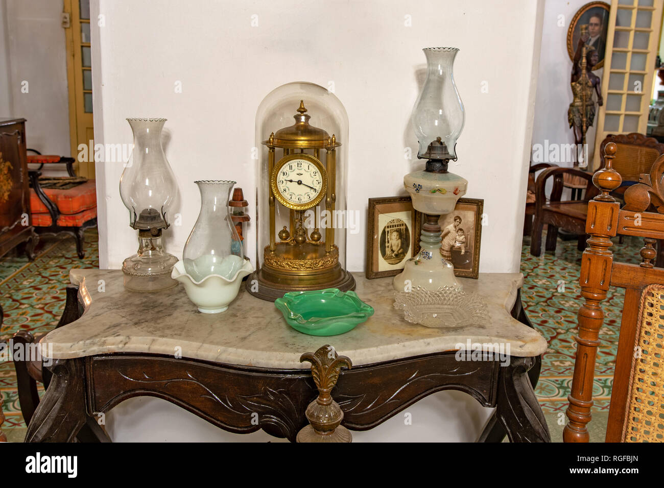 Antique clock on a small table in a colonial house - Stock Image