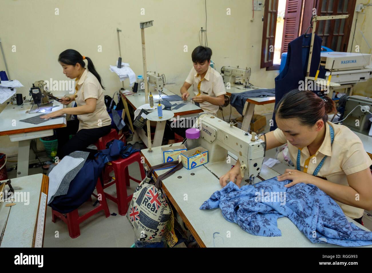 Vietnam Factory Workers Stock Photos & Vietnam Factory Workers Stock
