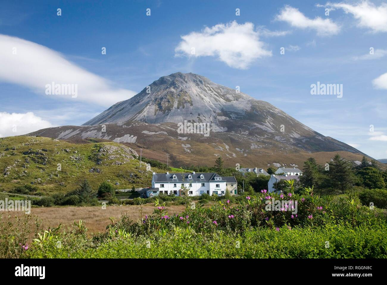 Dunlewey in front of Mount Errigal, County Donega, Ireland - Stock Image