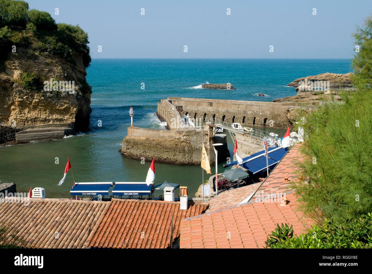 The entrance of the tiny fishing port of Biarritz (Pyrenees Atlantiques - France). Not very accessible, it consists of three successive tidal docks. - Stock Image