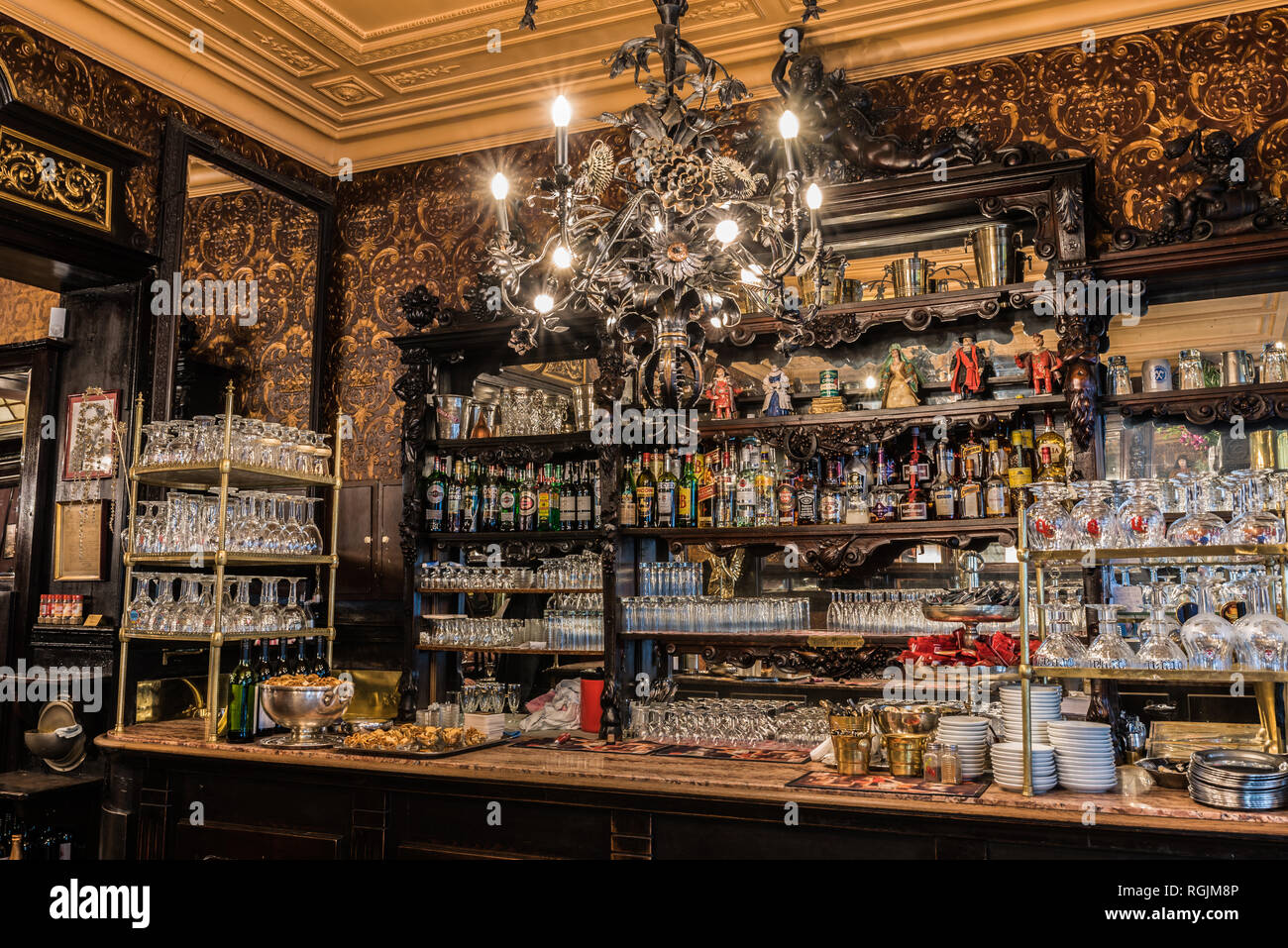 Art Deco Bar Interior High Resolution Stock Photography And Images Alamy