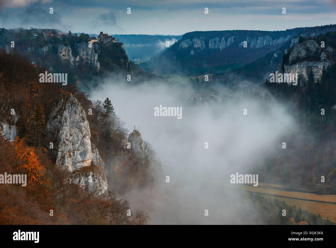Schloss Werenwag, Naturpark Obere Donau, Schwaebische Alb, Baden-Wuerttemberg, Deutschland, Europa - Stock Image