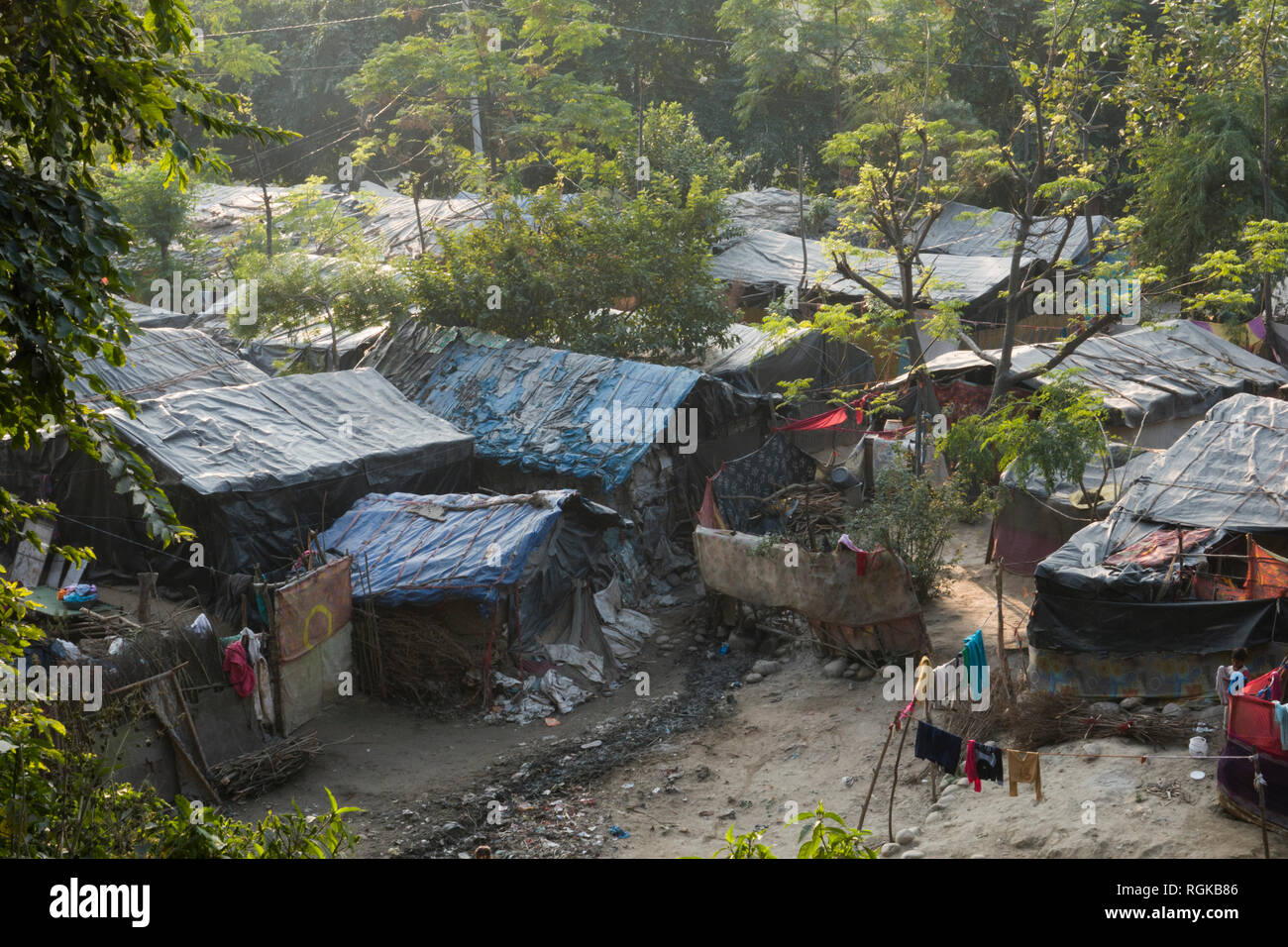 Basic shelter of poverty community living on the outskirts of Haridwar, Uttarakhand, India - Stock Image