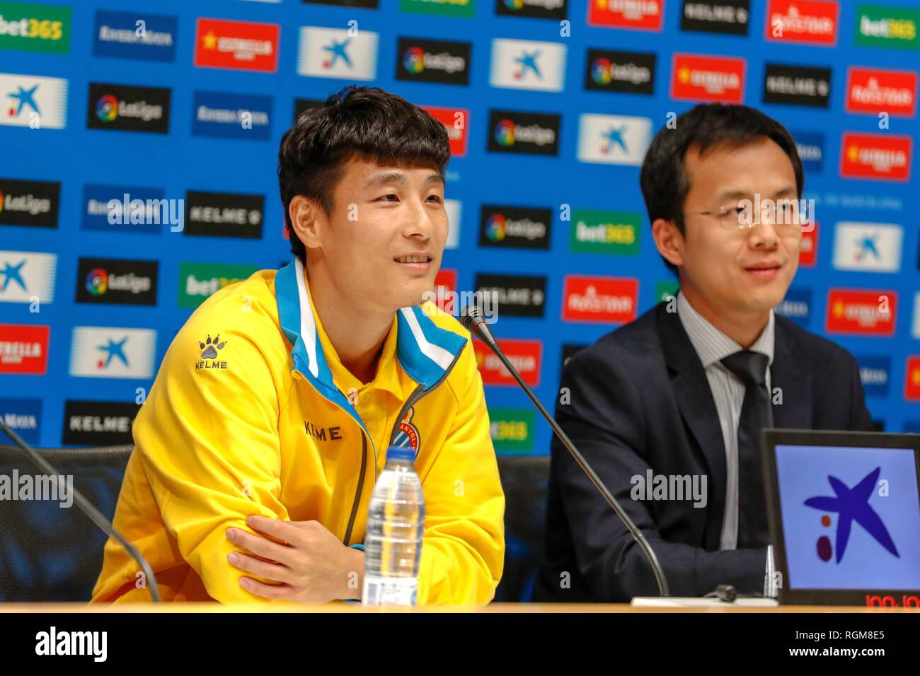 (190130) -- MADRID, Jan. 30, 2019 (Xinhua) -- Wu Lei (L) attends his first press conference held by RCD Espanyol in Barcelona, Spain, Jan. 29, 2019. Spanish Liga Santander club, Espanyol presented the new coming Chinese striker Wu Lei to the fans and press on Tuesday. (Xinhua/Joan Gosa) - Stock Image