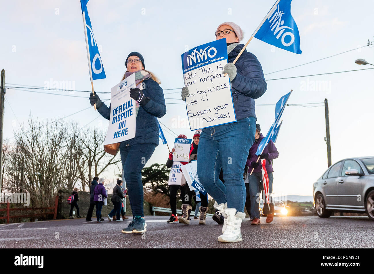 Bantry, West Cork, Ireland. 30th Jan, 2019. More than 35,000 nurses around Ireland began a 24 hour strike at 8am this morning. They're striking over pay parity, staff recruitment and retention and are demanding a 12% pay rise. Around 20 nurses mounted a picket line at Bantry General Hospital this morning. Credit: Andy Gibson/Alamy Live News. - Stock Image