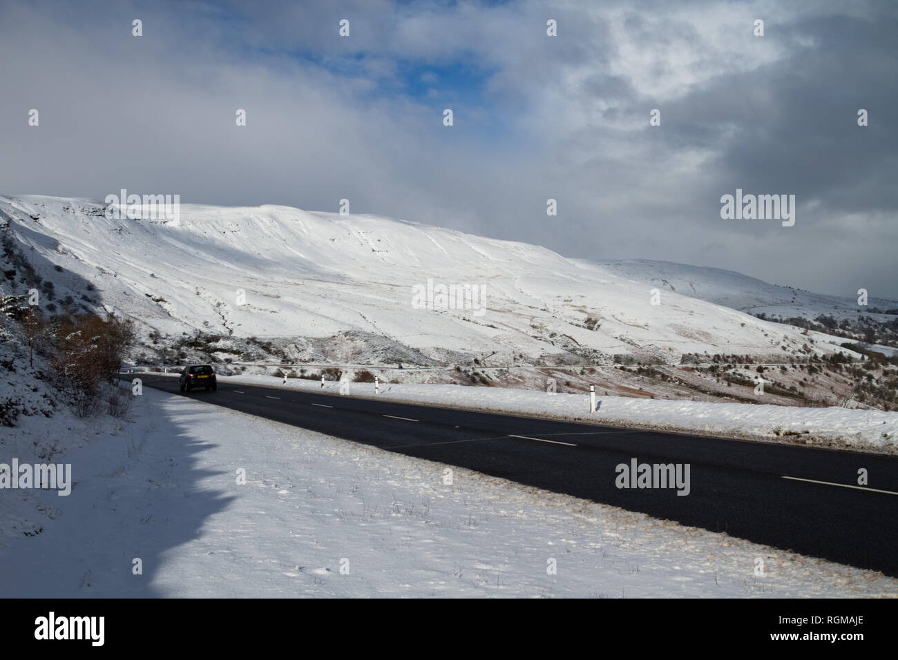 Brecon Beacons, South Wales, UK.  30 January 2019.  UK weather: The Brecon Beacons are covered in snow this morning, after yesterday's heavy fall.  Credit: Andrew Bartlett/Alamy Live News. - Stock Image