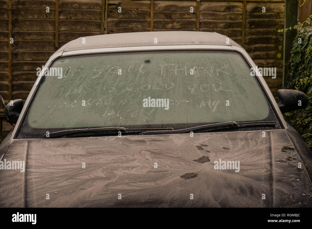 Weather UK. Stroud, Gloucestershire, 30th of January 2019. A motorist jokes about the weather and likeness the cold frost to his wife. Credit: Gavin Crilly/Alamy Live News - Stock Image