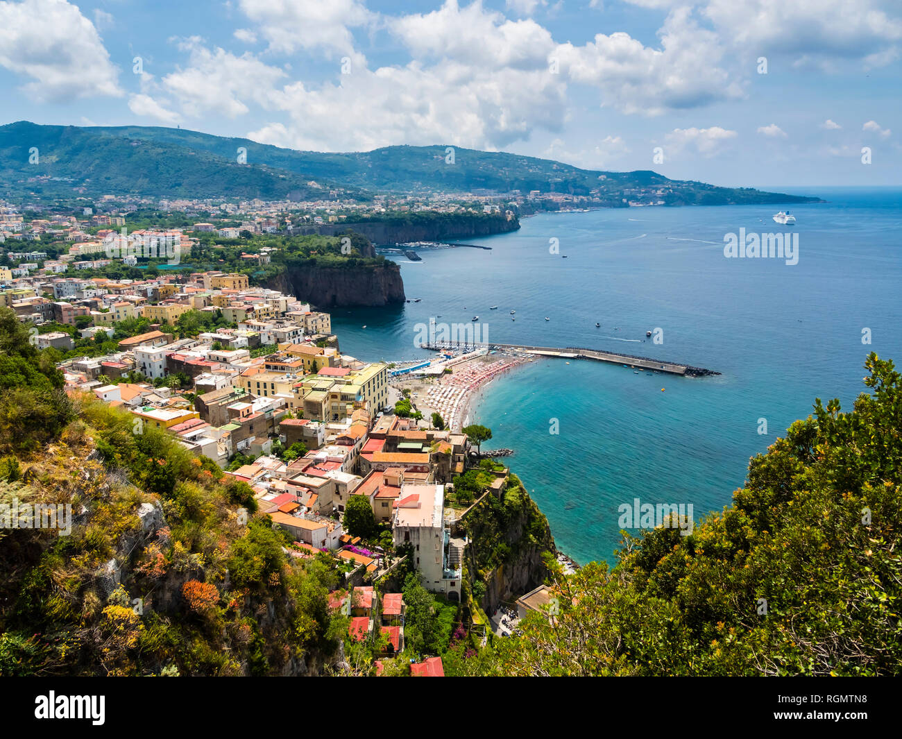 Italy, Campania, Naples, Gulf of Naples, Sorrento, View of cliff coast Meta di Sorrento - Stock Image