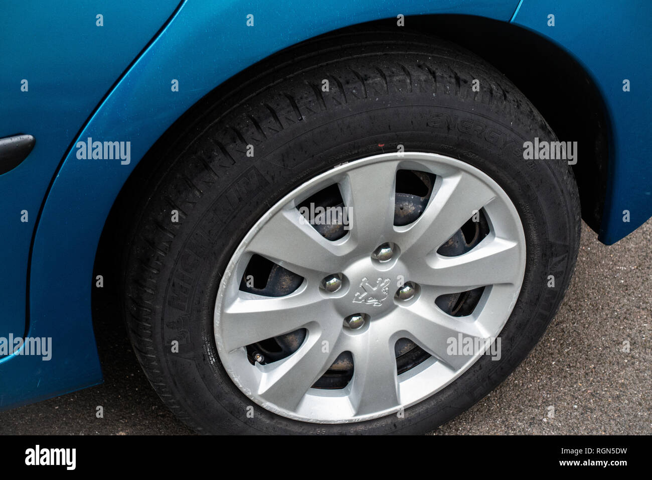 Peugeot 207 car wheel, tyre and wheel trim - Stock Image