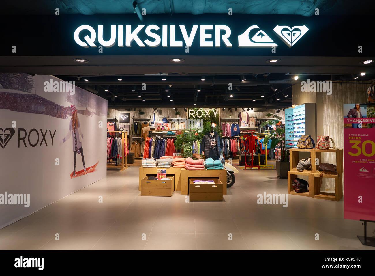 nieuwste ontwerp nieuwe stijlen klassieke pasvorm HONG KONG - CIRCA NOVEMBER, 2016: Quiksilver store in Hong ...