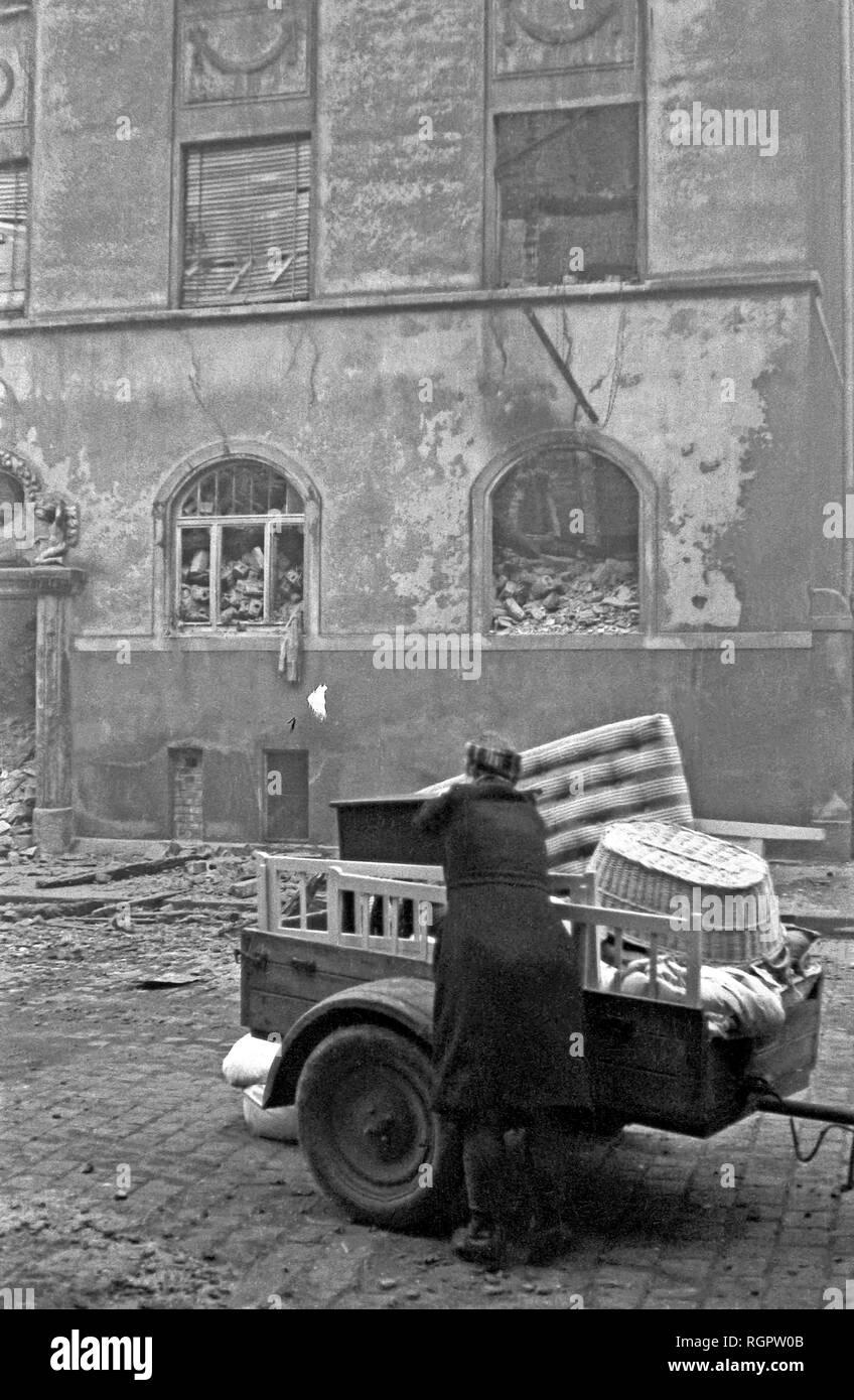 Second World War, bombed out residence of the Mai family, 1943, Scharnhorststrasse, Leipzig, Saxony, GDR, Germany Stock Photo