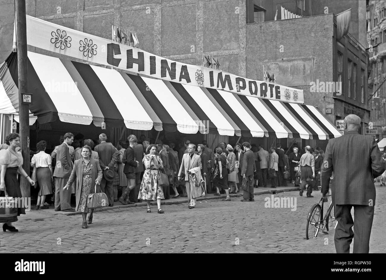 Leipziger Messe, Sale of goods from China, 1954, Große Fleischergasse, Leipzig, Saxony, GDR, Germany - Stock Image