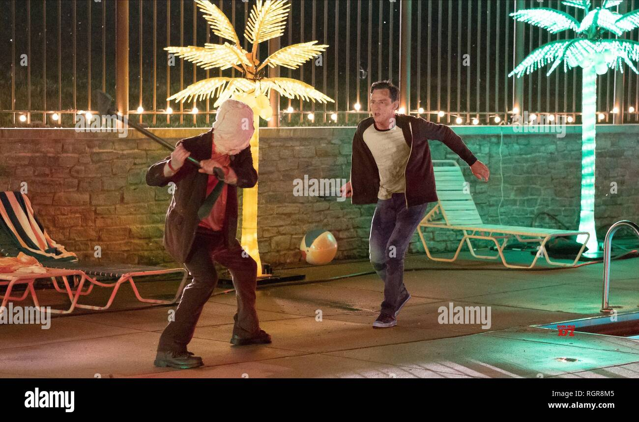 DAMIAN MAFFEI & LEWIS PULLMAN THE STRANGERS: PREY AT NIGHT (2018) - Stock Image