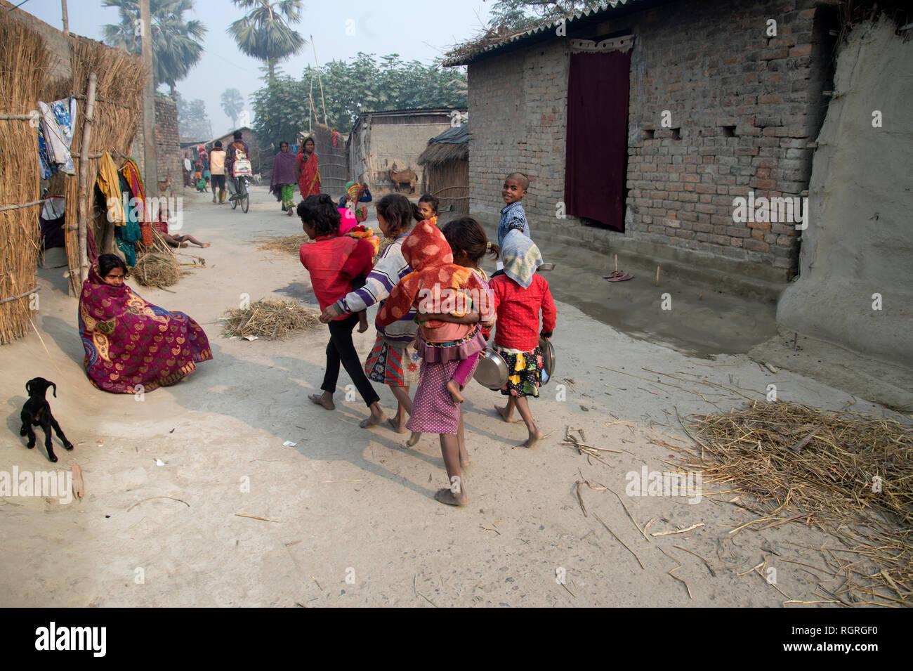 India  Bihar  Busman village  Children walk to get their free