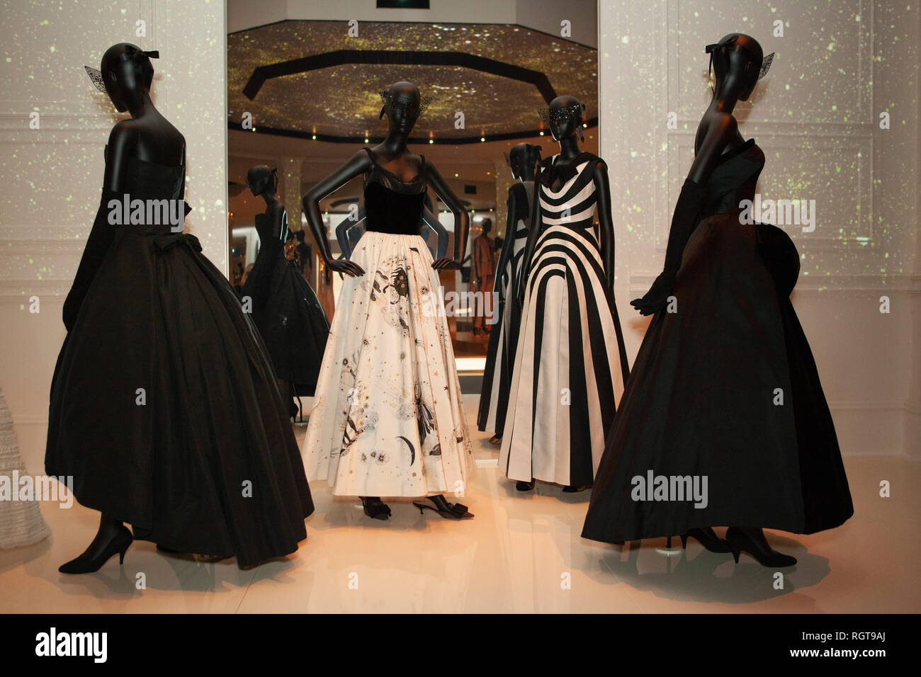 Dior 1950s High Resolution Stock Photography And Images Alamy