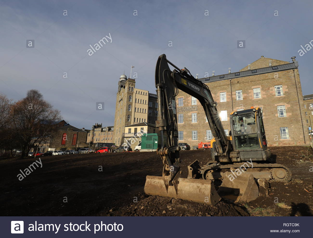 Excavator with Hotel Indigo and Staybridge Suites Dundee Scotland  January 2019 - Stock Image