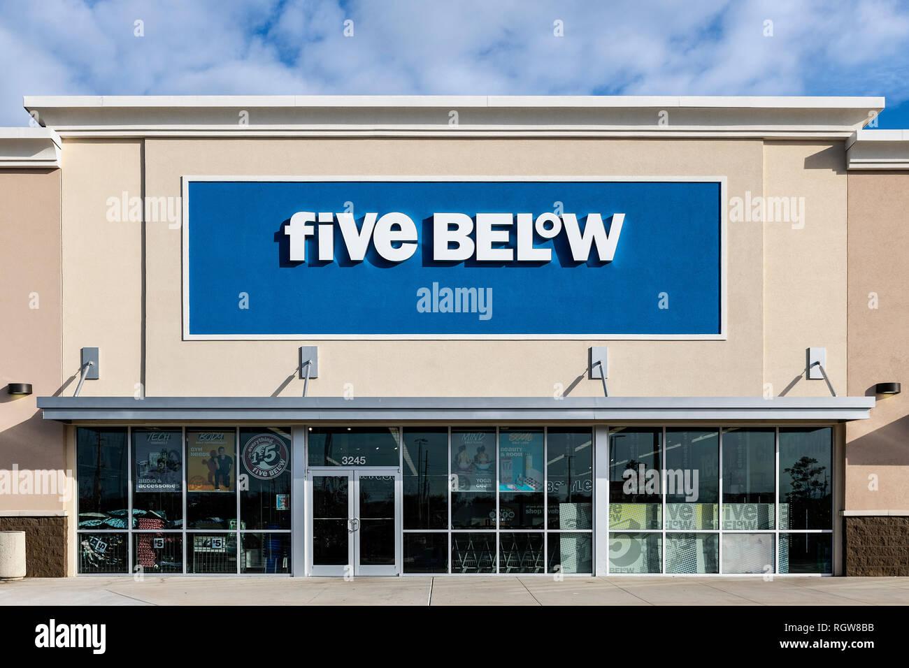 Five Below women's apparel store, Orlando, Florida, USA. - Stock Image