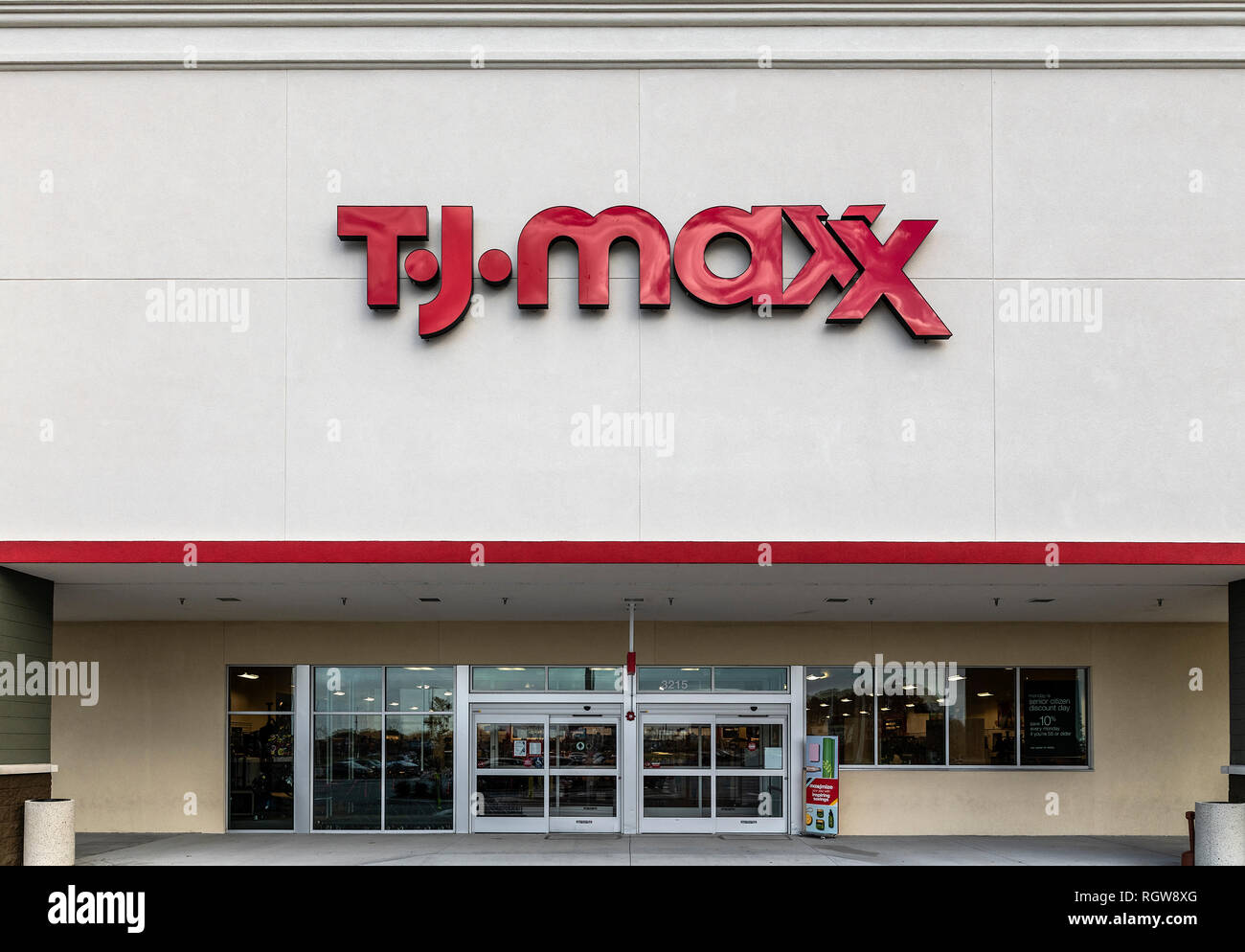 TJ Max deparment store exterior. - Stock Image