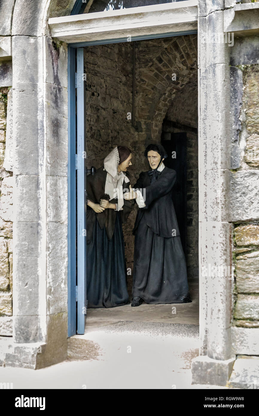 Models of female prisioner and warder in entrance to Cork City Gaol, Cork, Ireland. - Stock Image