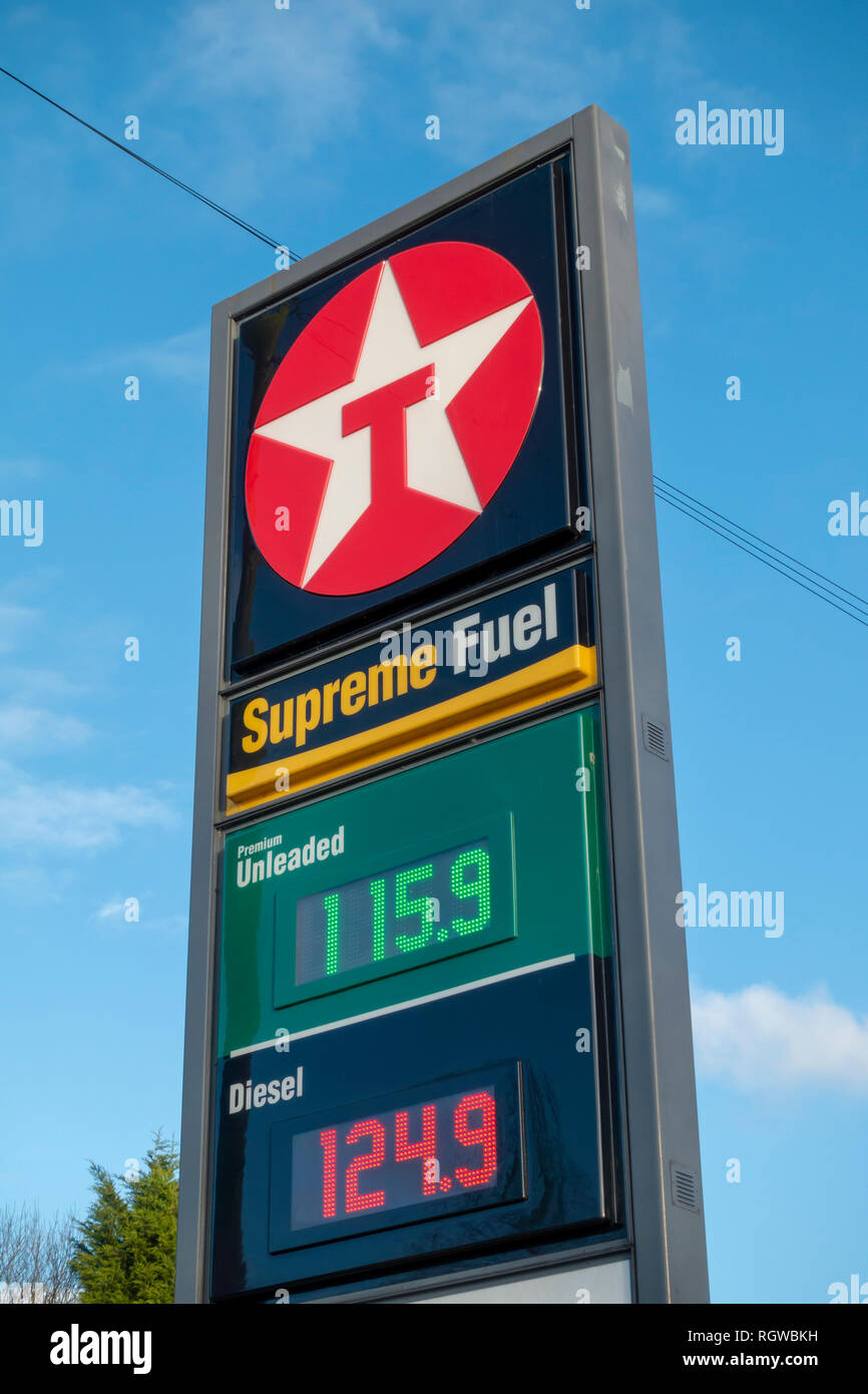 Texaco fuel station forecourt sign with fuel prices - Stock Image
