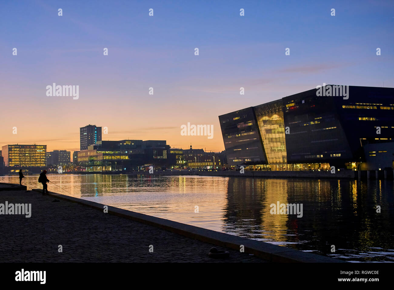 The Black Diamond, Royal Danish Library at night with water reflections, Copenhagen, Denmark, October 2018 Stock Photo