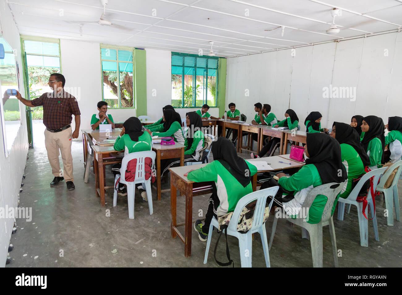 Asia school - a teacher teaching a class of secondary schoolchildren, Ukulhas Island, Alif Alif atoll, the Maldives, Asia - Stock Image