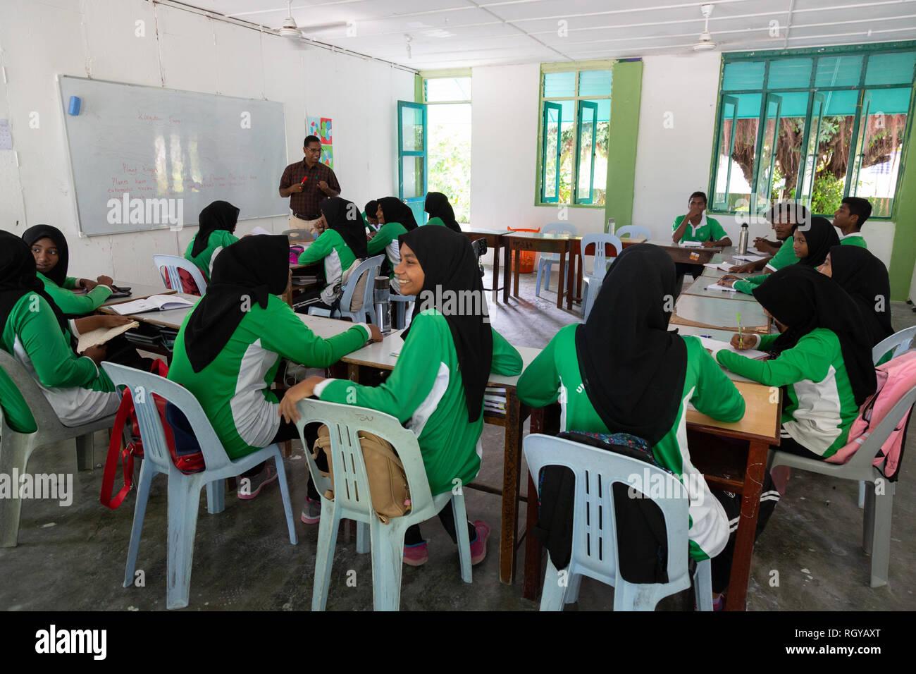 Asia school - muslim secondary schoolchildren in the classroom, Ukulhas Island, the Maldives, Asia - Stock Image