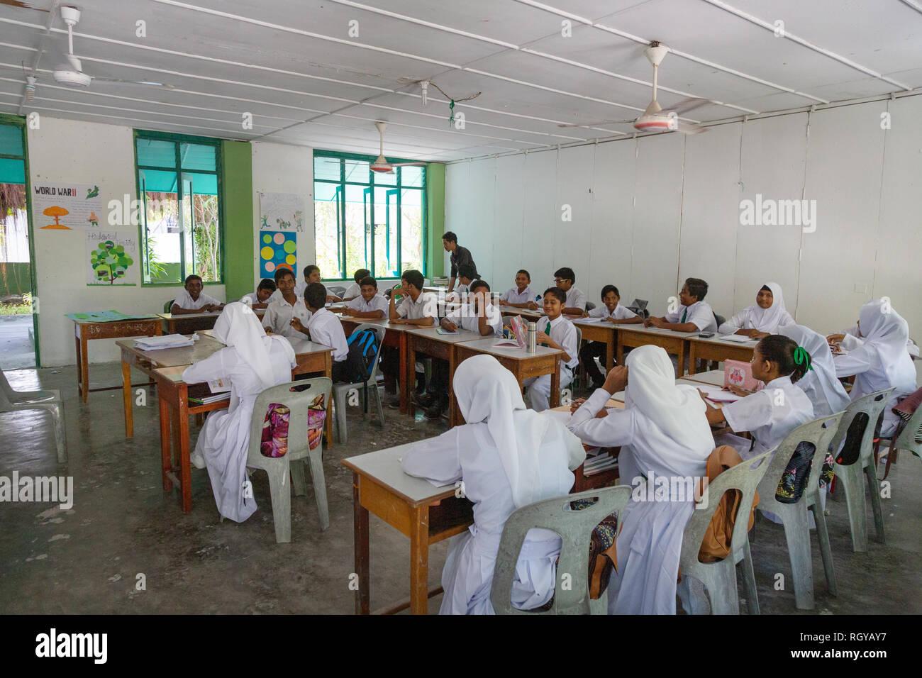 Maldives school - muslim secondary schoolchildren in the classroom, Ukulhas Island, the Maldives, Asia - Stock Image