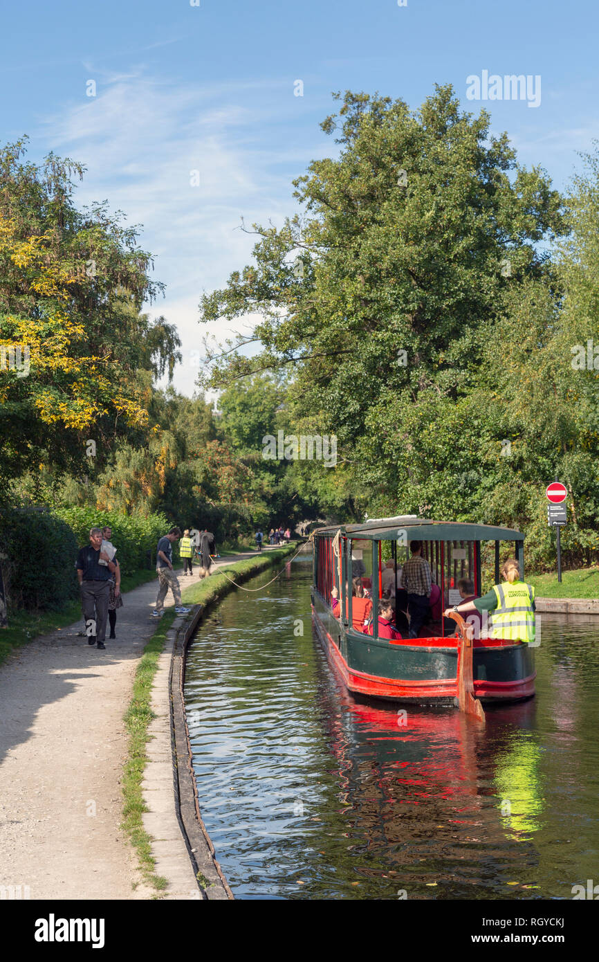 Llangollen, Denbighshire, Wales, United Kingdom.  Boats on the Llangollen canal.  These craft, known as narrowboats, were designed specifically for th Stock Photo