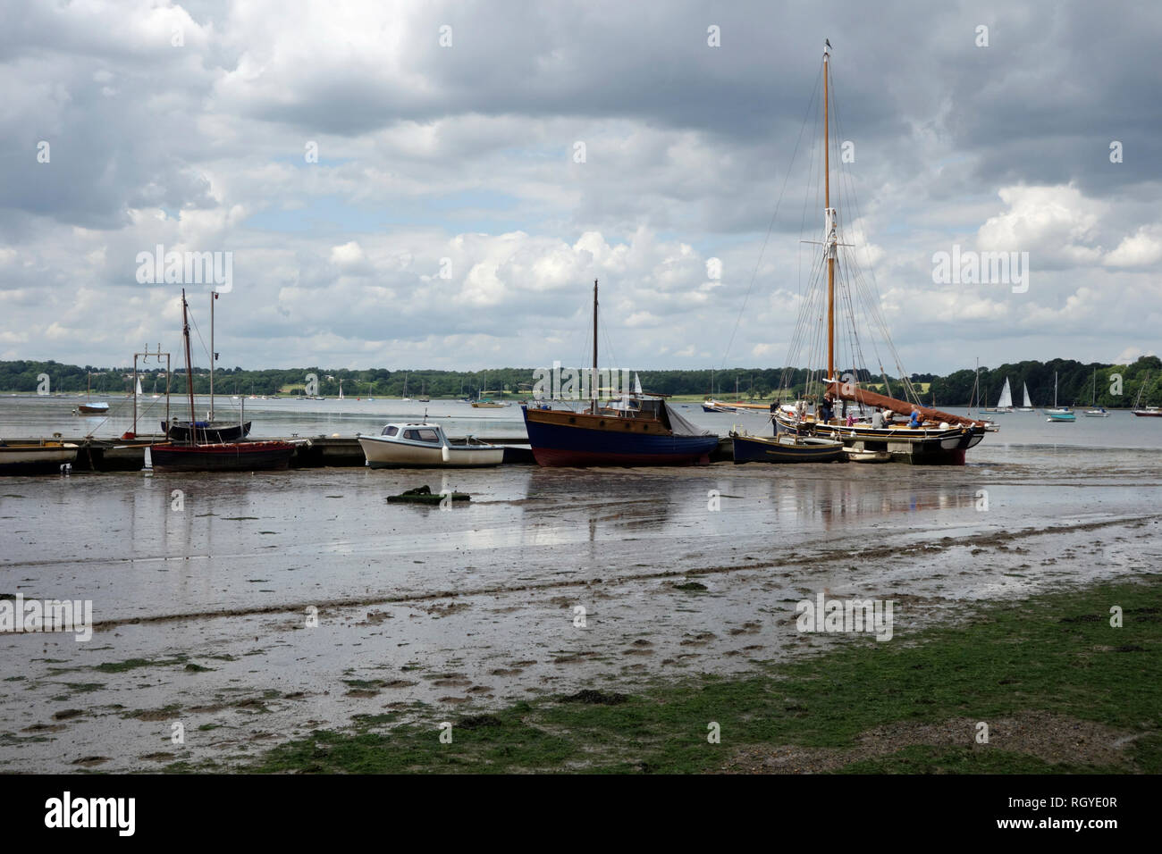 LO 195 'Gladys' with her crew on the Orwell, Pin Mill, Suffolk - Stock Image