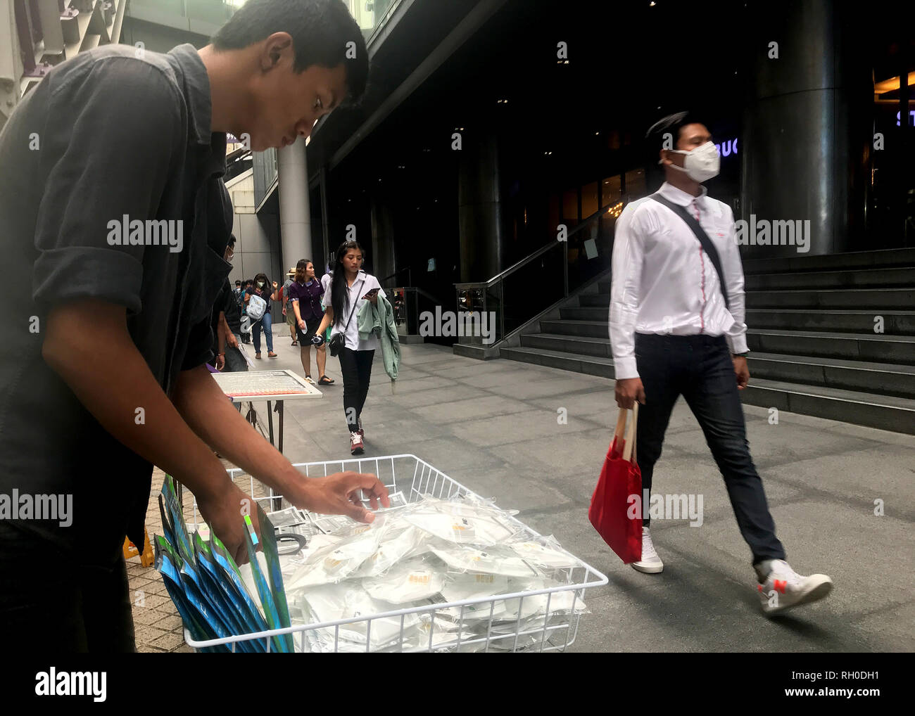 Bangkok, Thailand. 31st Jan, 2019. A salesman sorts respirator masks to protect against smog. Due to the ongoing smog over Bangkok, many students in Thailand's capital have no school until next week. On Wednesday, the city council ordered that more than 400 state schools be closed with immediate effect due to air pollution. Credit: Christoph Sator/dpa/Alamy Live News - Stock Image