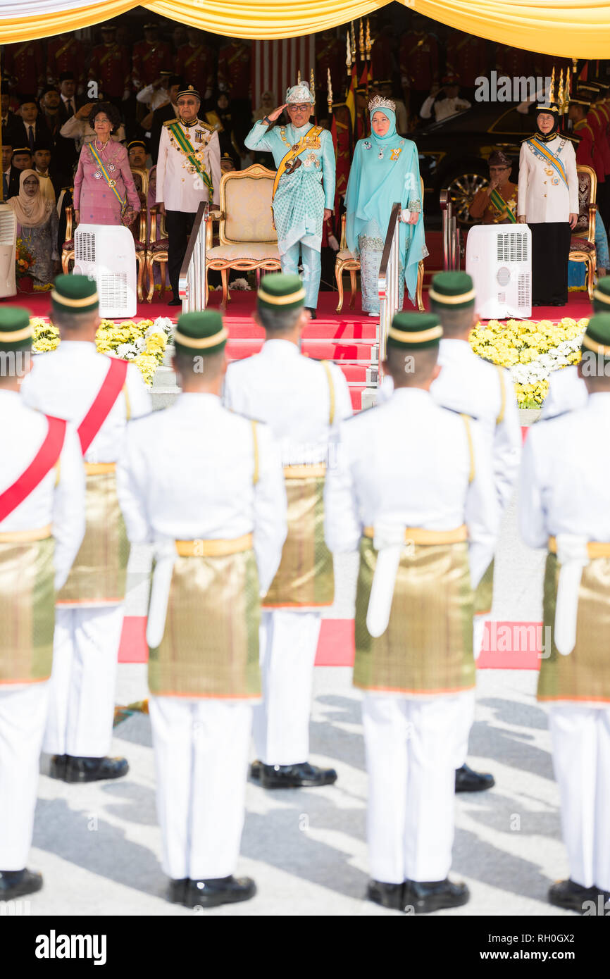 Kuala Lumpur, Malaysia. 31st Jan, 2019. Sultan Abdullah Sultan Ahmad Shah (L, front) attends the welcome ceremony at the parliament square in Kuala Lumpur, Malaysia, Jan. 31, 2019. Sultan Abdullah Sultan Ahmad Shah was sworn in as Malaysia's 16th king in a ceremony at the national palace on Thursday. Malaysia is a constitutional monarchy, with nine sultans or rulers, who head their respective state and act as the religious leader, taking turns to serve as the king for a five-year term. Credit: Zhu Wei/Xinhua/Alamy Live News - Stock Image