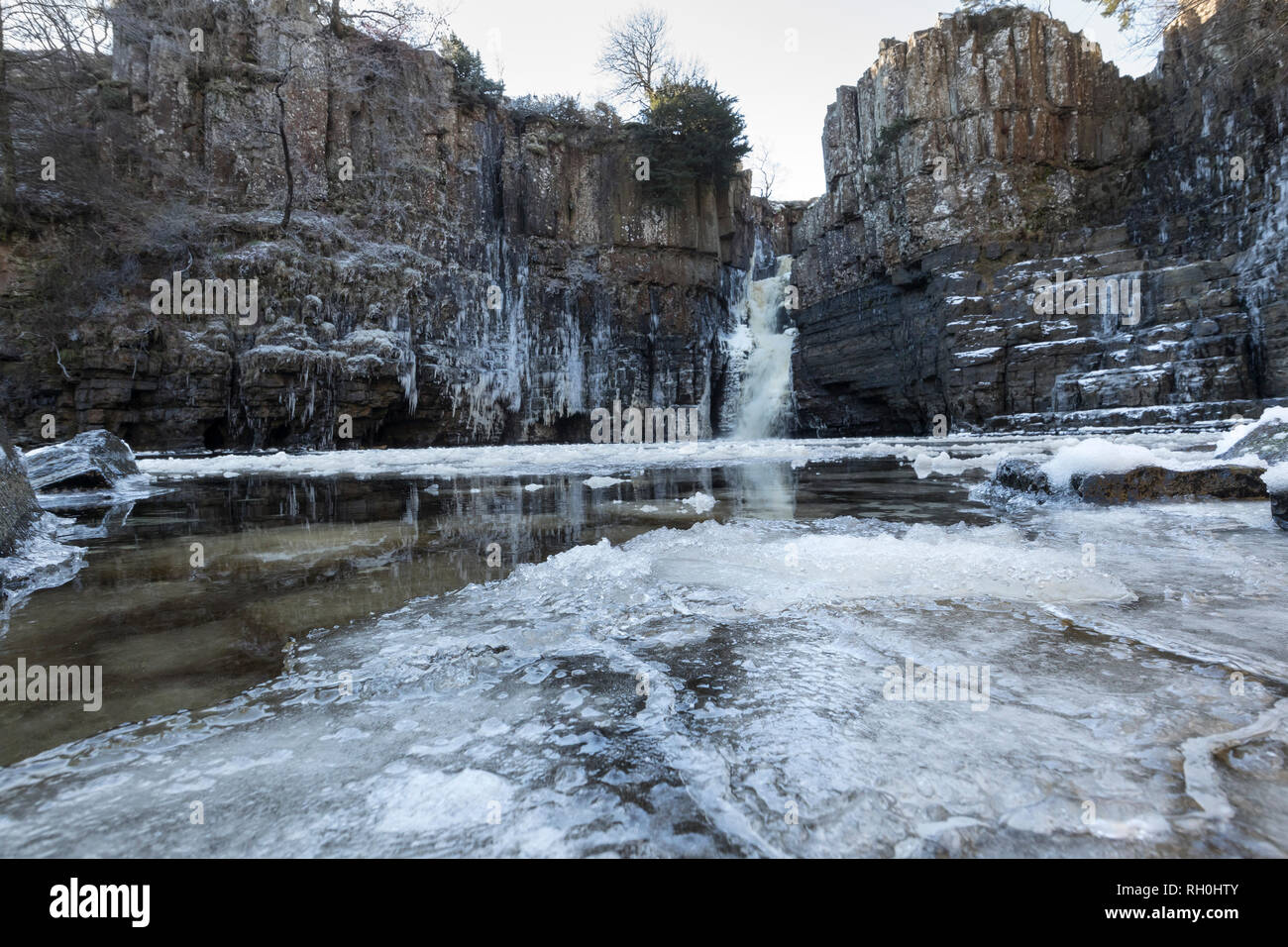 High Force, Middleton-in-Teesdale, County Durham, UK.  Thursday 31st January 2019. UK Weather.  After temperatures dropped to as low as minus 14 in some areas overnight, the River Tees and the waterfall of High Force near Middleton-in-Teesdale looked spectacular as they started to freeze over.  Credit: David Forster/Alamy Live News Stock Photo