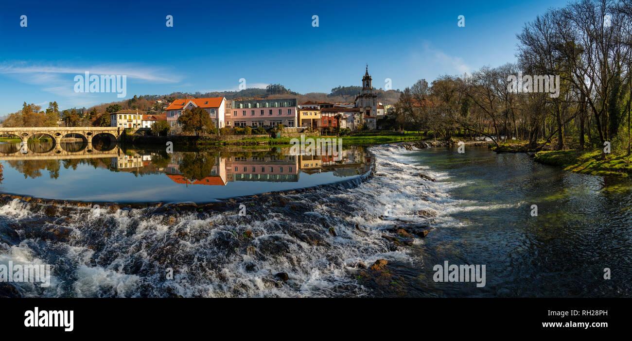 Vez river. Village Arcos de Valdevez. Viana do Castelo, Alto Minho region. Northern Portugal, Europe - Stock Image