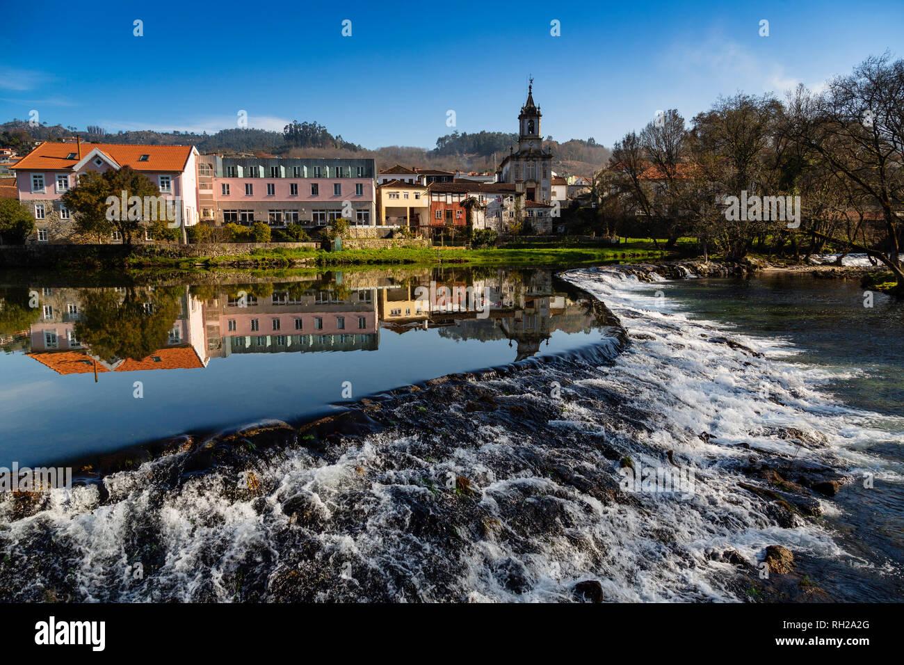 Vez river and village of Arcos de Valdevez. Viana do Castelo, Alto Minho region. Northern Portugal, Europe - Stock Image
