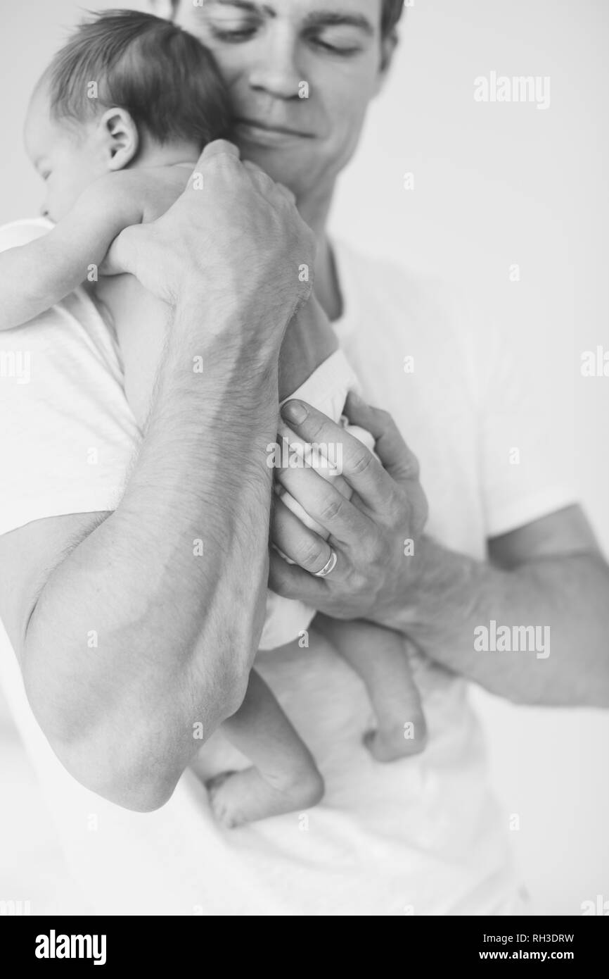 Father with newborn baby - Stock Image