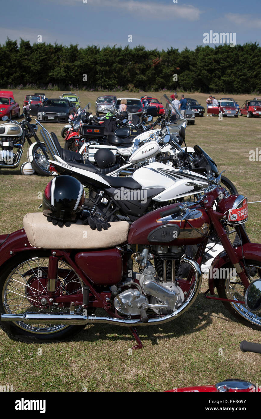 Row of classic and vintage motorcycles at half-way stop during Centre 81's classic Car & Bike Run - Stock Image