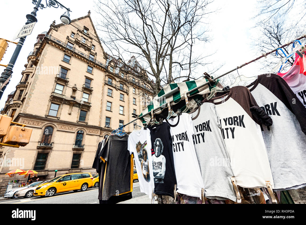 Dakota Building And John Lennon T Shirts New York City Stock Photo Alamy