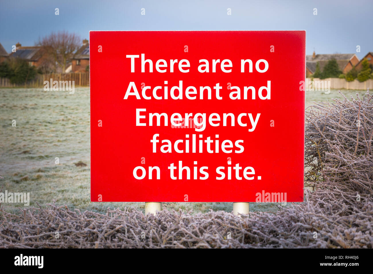 Sign outside the Devizes NHS Treatment Centre advising lack of facilities for dealing with accidents and emergencies - Stock Image