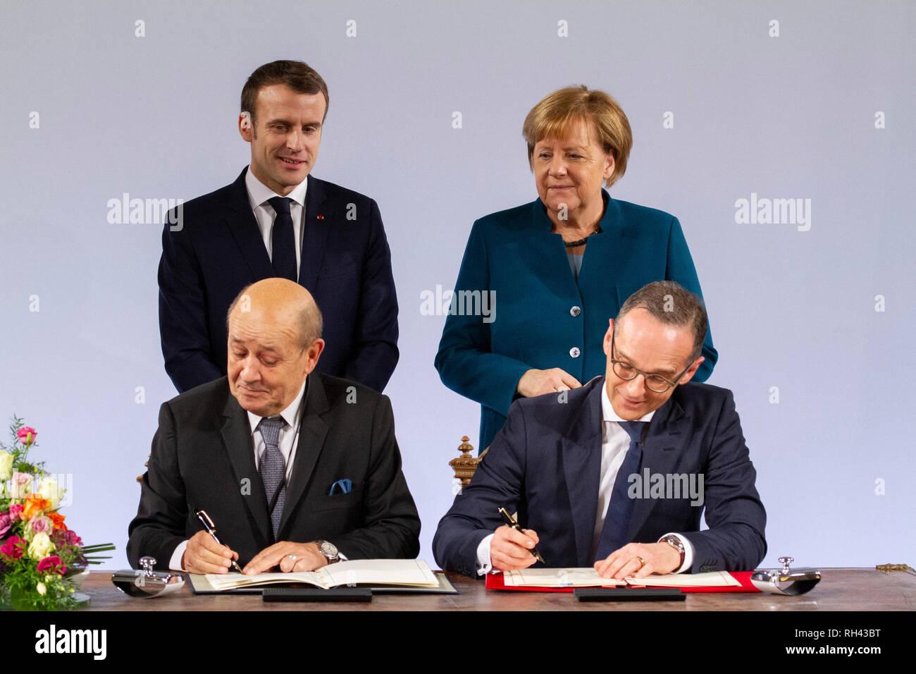 Jean-Yves Le Drian, Emmanuel Macron, Angela Merkel und Heiko Maas  bei der Erneuerung des deutsch-französischen Freundschaftsvertrages im Rathaus. Aac - Stock Image