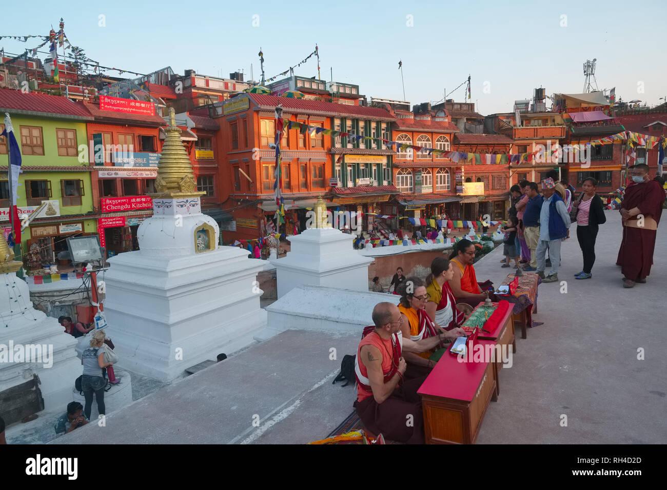 Buddhists performing prayers next to the big stupa of Bodhnath (Baudha), Kathmandu, Nepal - Stock Image