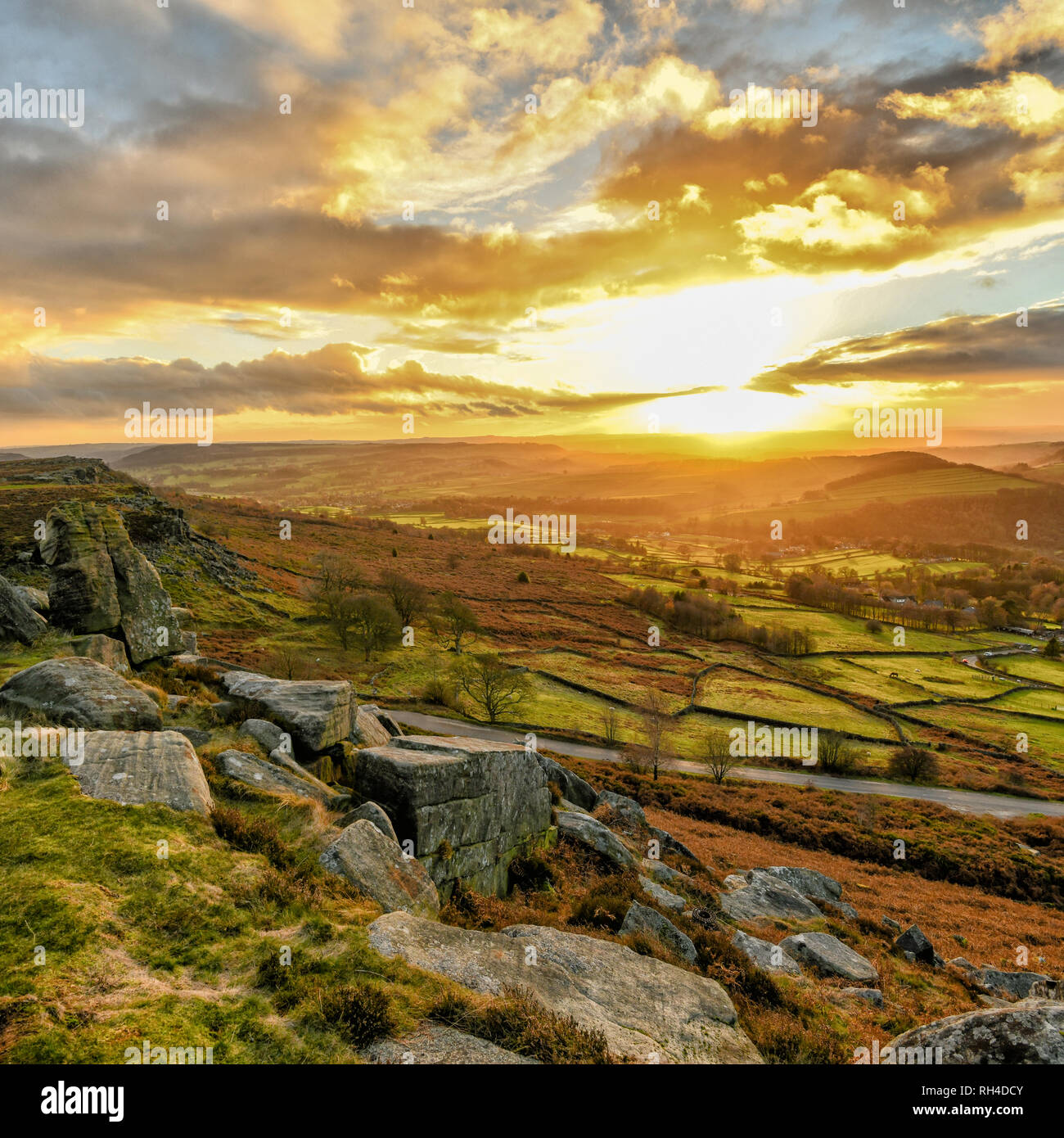 The fantastic view from Curbar Edge in the Peak District National Park - Stock Image