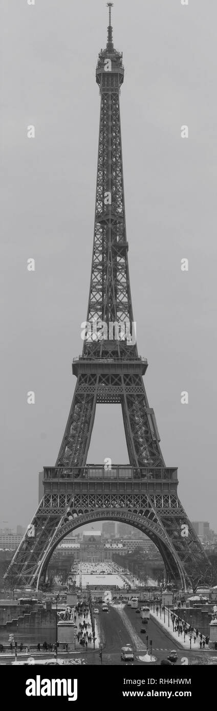 The panoramic view of the Eiffel Tower from the Trocadero. Black and white photography. France. Paris. - Stock Image
