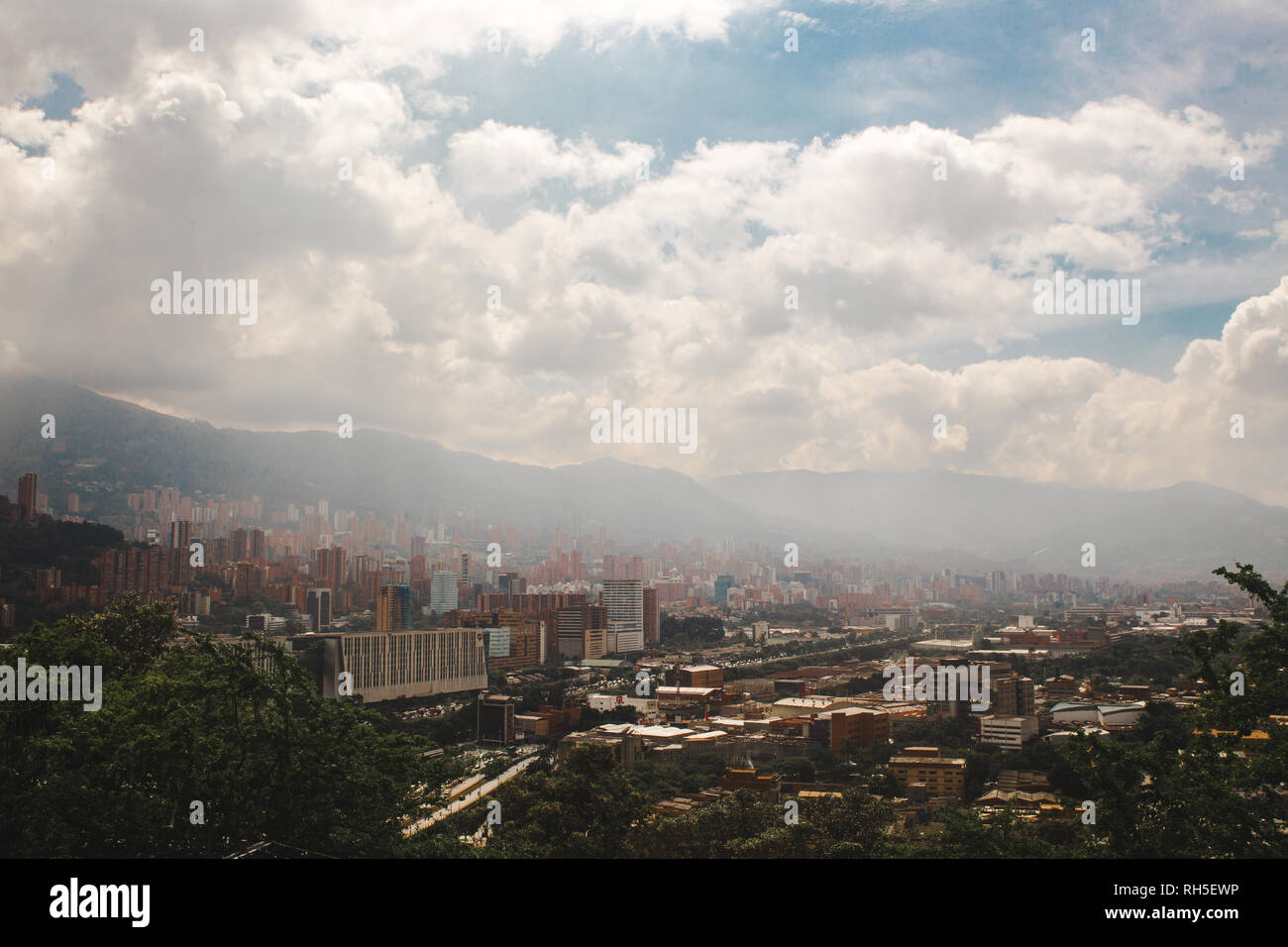 Views over the sprawling valley city of Medellín, Colombia - Stock Image