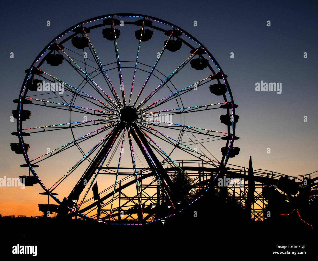 A ferris wheel at sunset - Stock Image