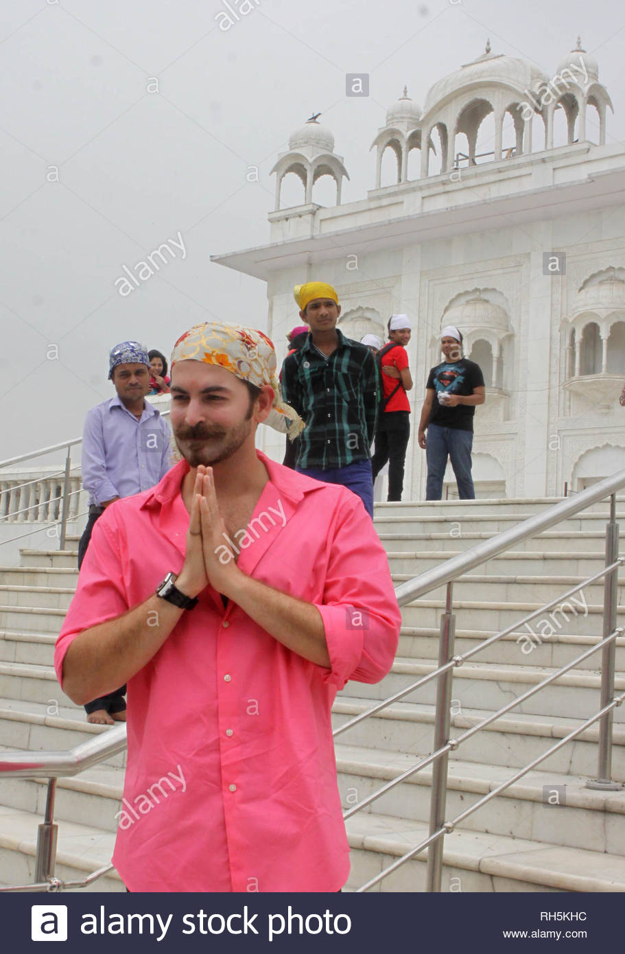 Bollywood actor Neil Nitin Mukesh offers prayer at the Bangla Saheb Gurudwara for the success of his latest movie Shortcut Romeo, in New Delhi, India on June 18, 2013. Shortcut Romeo, scheduled for release on June 21, is a romantic crime thriller produced by Susi Ganeshan which is a Hindi remake of the filmmakerÕs own Tamil film Thiruttu Payale, starring Neil Nitin Mukesh, Puja Gupta and Ameesha Patel. The film was screened at Marche du Film at Cannes Film Festival in May 2013. (Imtiyaz Khan) - Stock Image