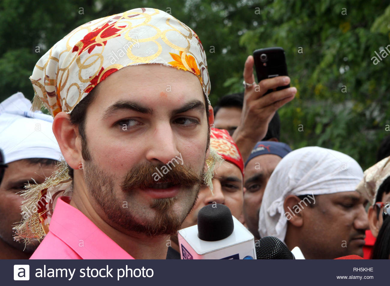 Bollywood actor Neil Nitin Mukesh speaks to the media after offering prayer at the Bangla Saheb Gurudwara for the success of his latest movie Shortcut Romeo, in New Delhi, India on June 18, 2013. Shortcut Romeo, scheduled for release on June 21, is a romantic crime thriller produced by Susi Ganeshan which is a Hindi remake of the filmmakerÕs own Tamil film Thiruttu Payale, starring Neil Nitin Mukesh, Puja Gupta and Ameesha Patel. The film was screened at Marche du Film at Cannes Film Festival in May 2013. (Imtiyaz Khan) - Stock Image
