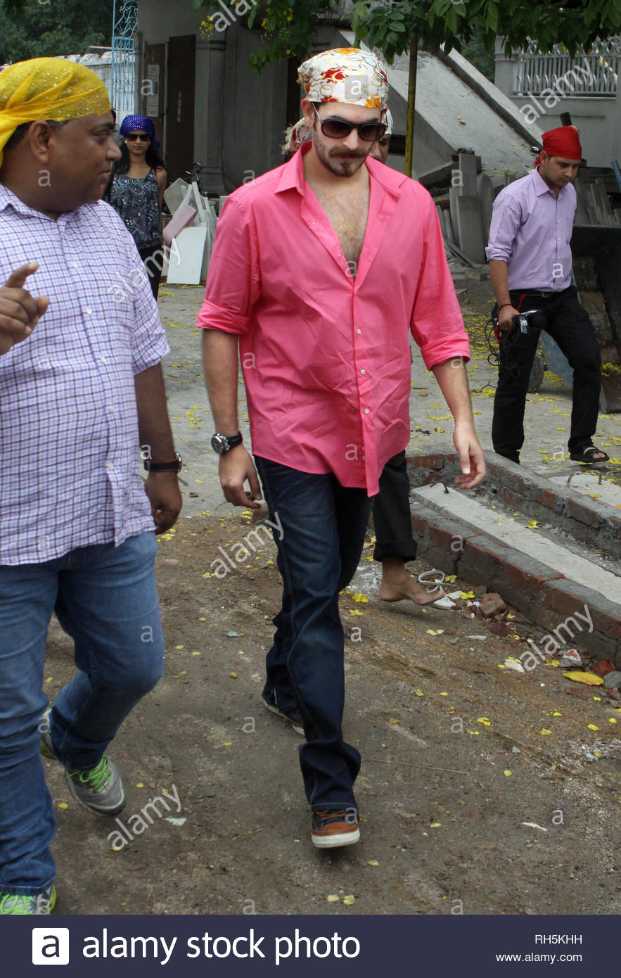 Bollywood actor Neil Nitin Mukesh arrives to offer prayer at the Bangla Saheb Gurudwara for the success of his latest movie Shortcut Romeo, in New Delhi, India on June 18, 2013. Shortcut Romeo, scheduled for release on June 21, is a romantic crime thriller produced by Susi Ganeshan which is a Hindi remake of the filmmakerÕs own Tamil film Thiruttu Payale, starring Neil Nitin Mukesh, Puja Gupta and Ameesha Patel. The film was screened at Marche du Film at Cannes Film Festival in May 2013. (Imtiyaz Khan) - Stock Image