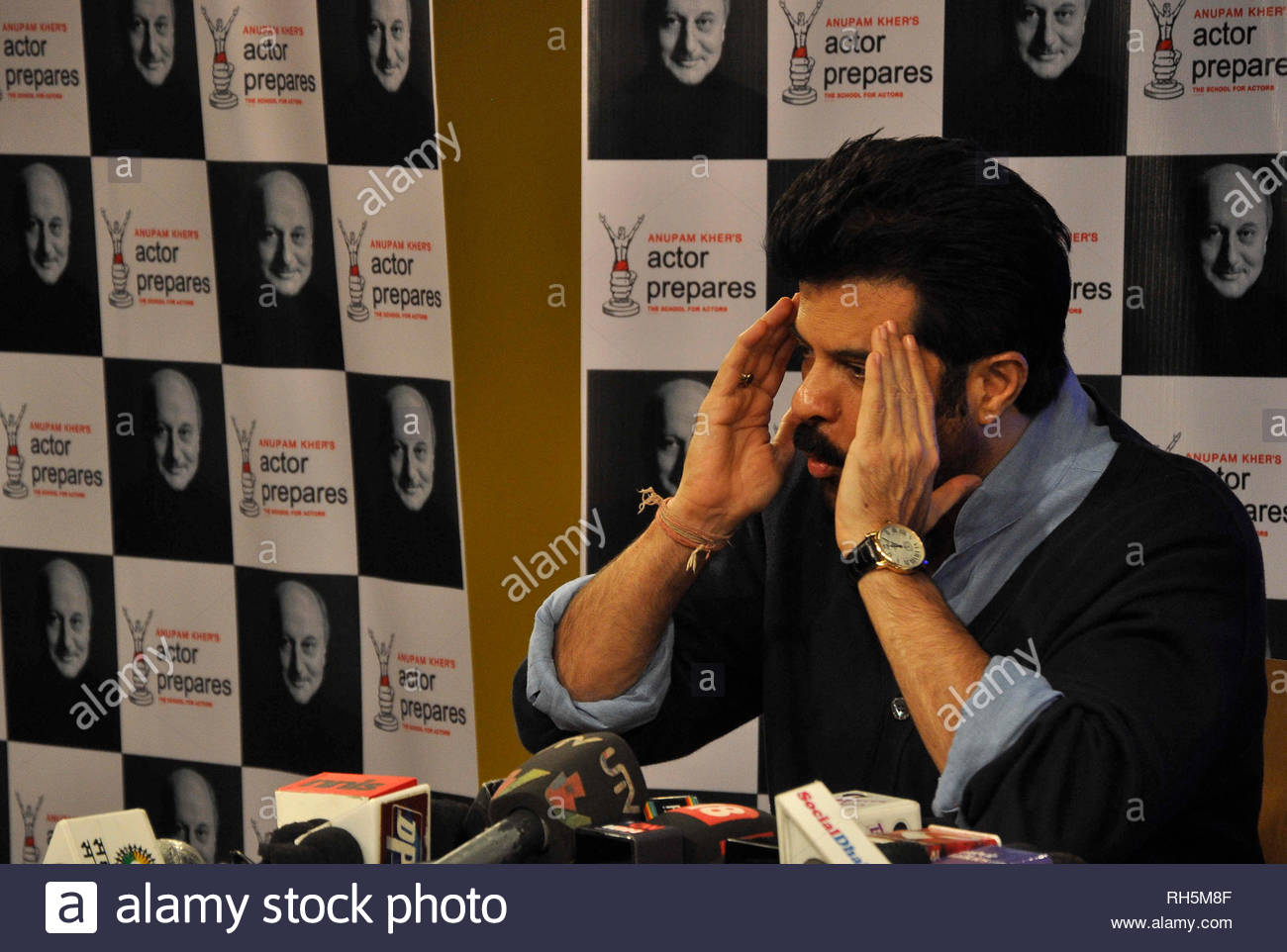 Bollywood actor Anil Kapoor during a Master Class lecture with students of Anupam Kher's Actors Prepares Acting School in Mumbai, India on July 18, 2013. (Deven Lad) - Stock Image